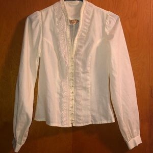 Jessica's gunnies blouse with lace and pearls